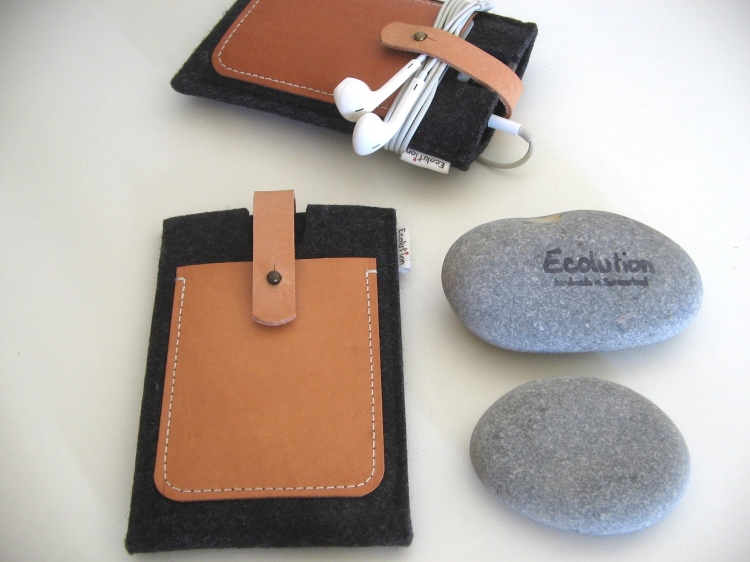 Handmade iPhone sleeve-wool-leather-Ecolution